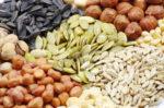 Сколько калорий в орехах и Семечках
